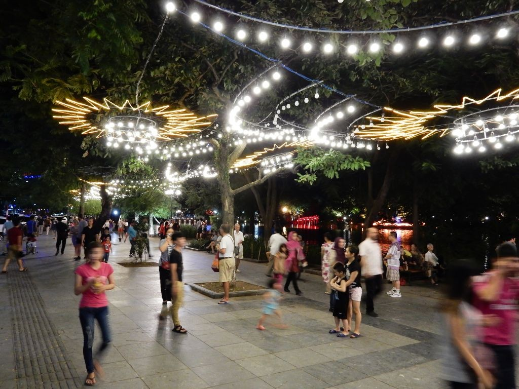 Hanoi at night - Vietnam tour